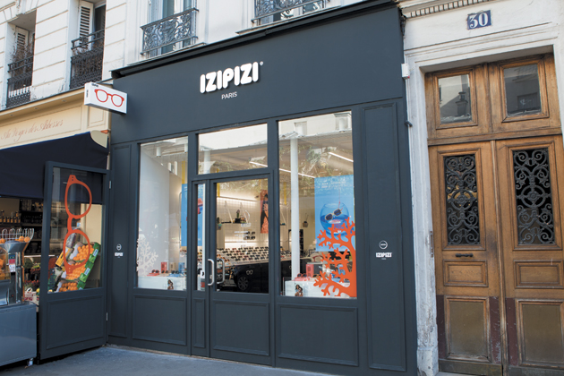 IZIPIZI arrives in the legendary Montmartre district...